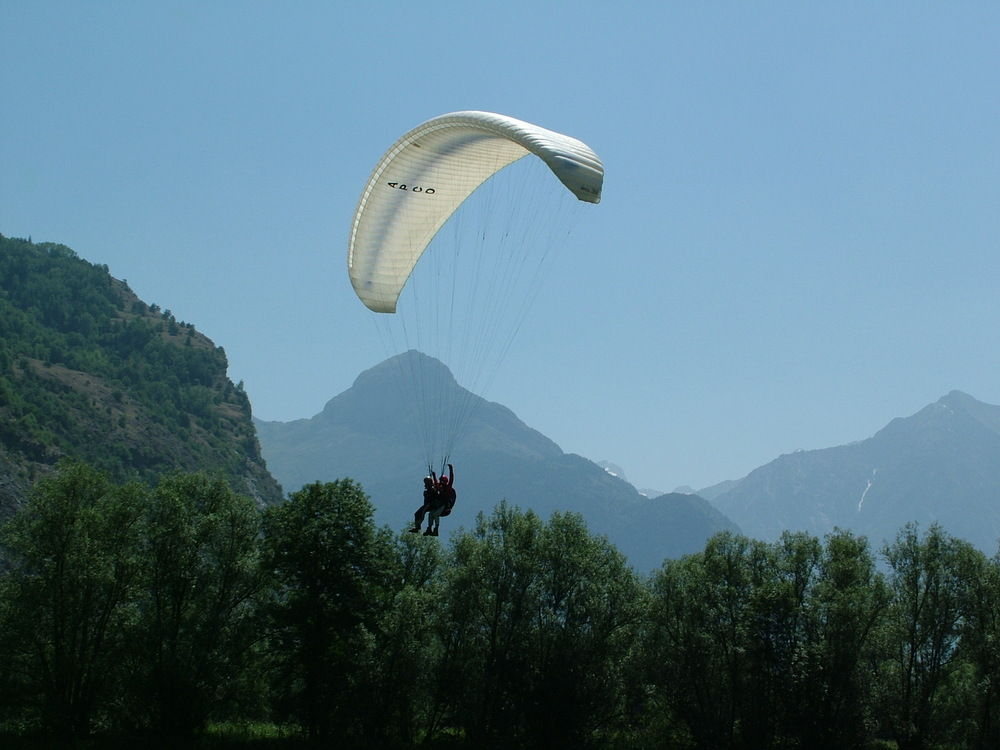Paragliding coming in